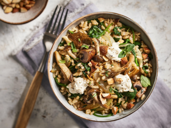 1-Pan Brown Rice with Spinach and Mushrooms